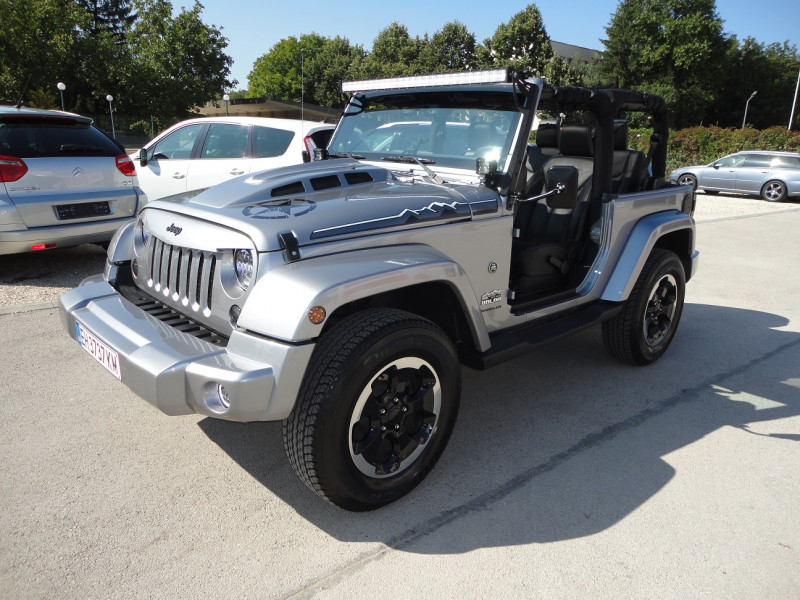 Jeep Wrangler - image 13