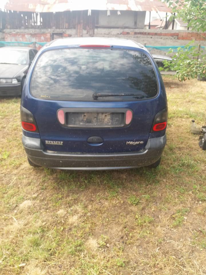 Renault Scenic - image 12