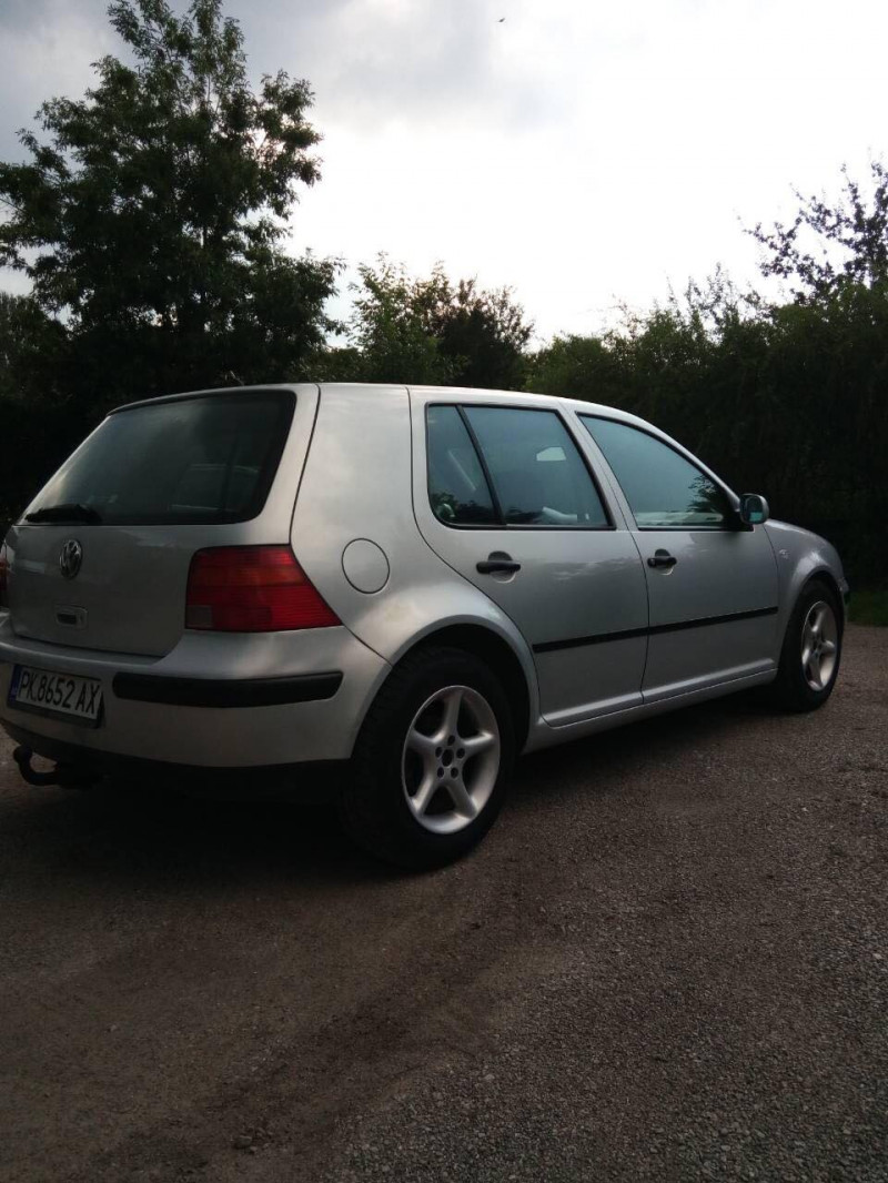 VW Golf - image 5