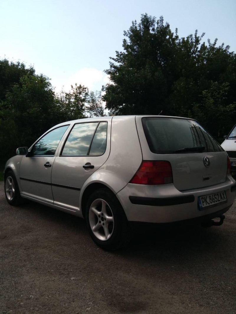 VW Golf - image 7