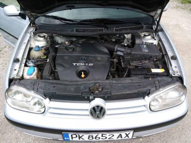 VW Golf - image 10
