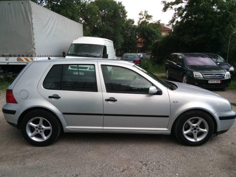 VW Golf - image 4