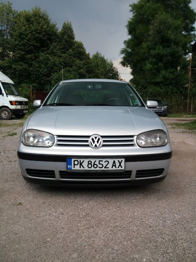 VW Golf - image 2