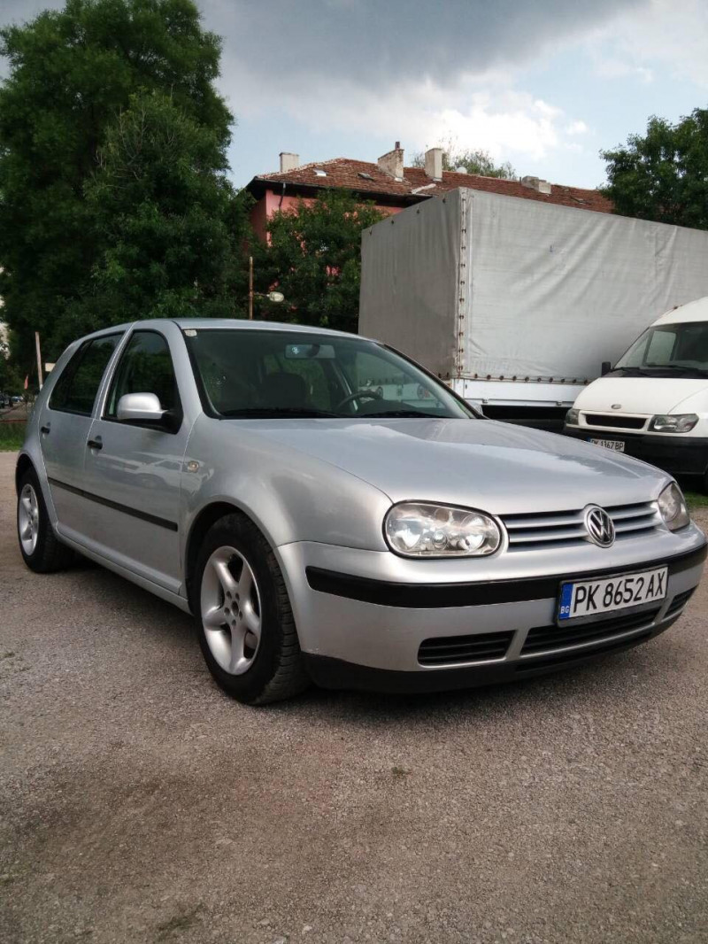 VW Golf - image 3