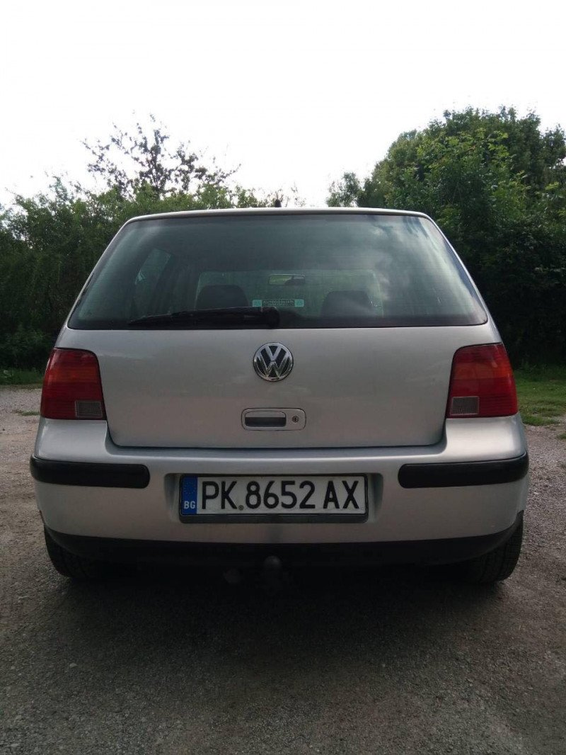 VW Golf - image 6