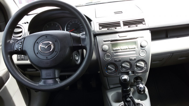 Mazda 2 - image 5