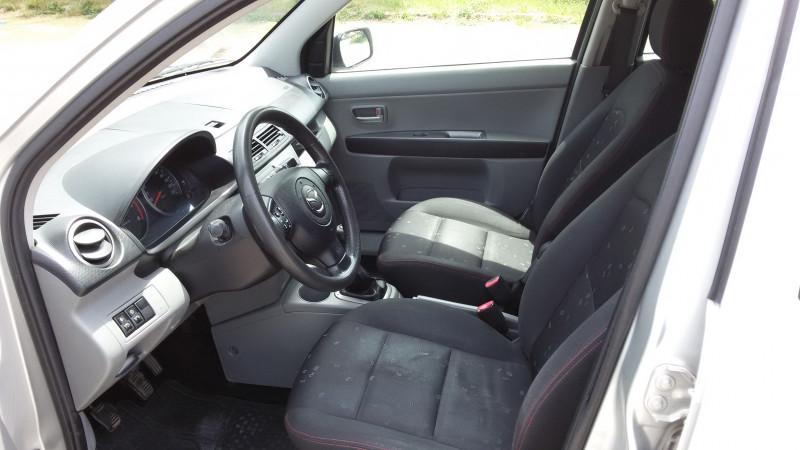 Mazda 2 - image 8