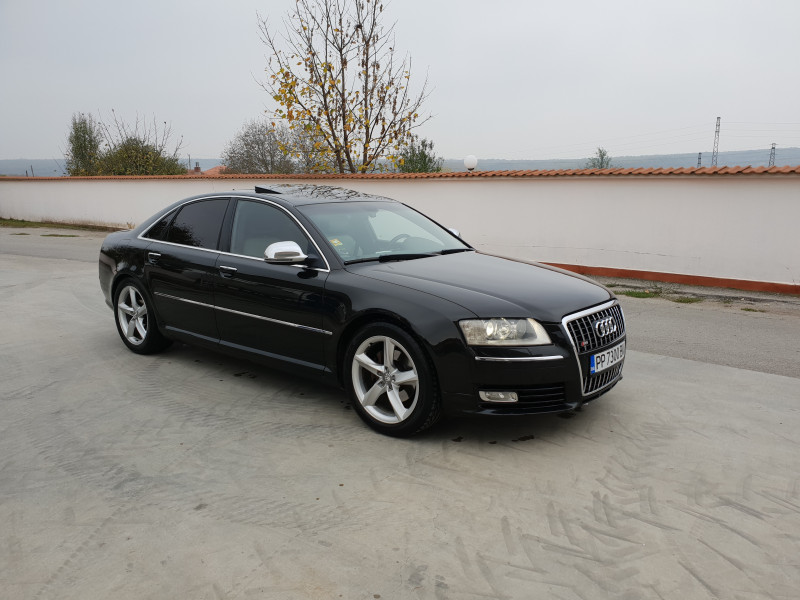Audi A8 - image 2