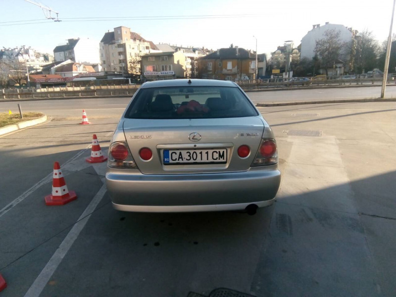 Lexus IS200 - image 2