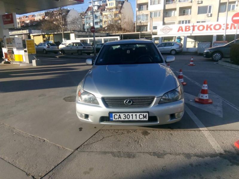 Lexus IS200 - image 3