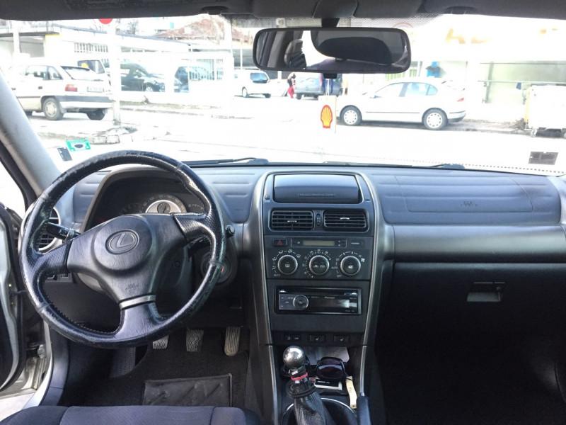 Lexus IS200 - image 4