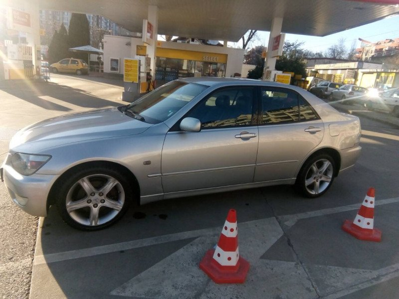 Lexus IS200 - image 6