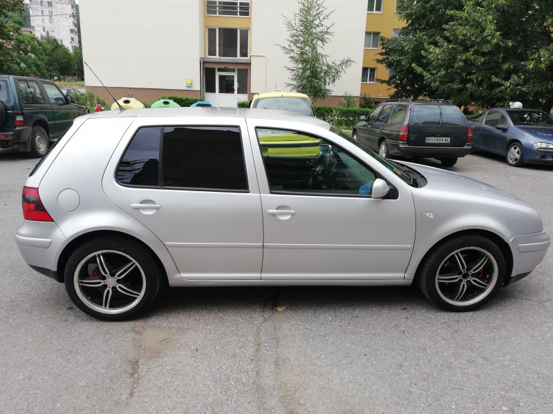 VW Golf - image 13