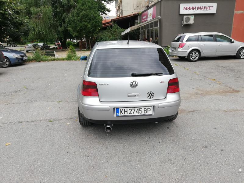 VW Golf - image 8