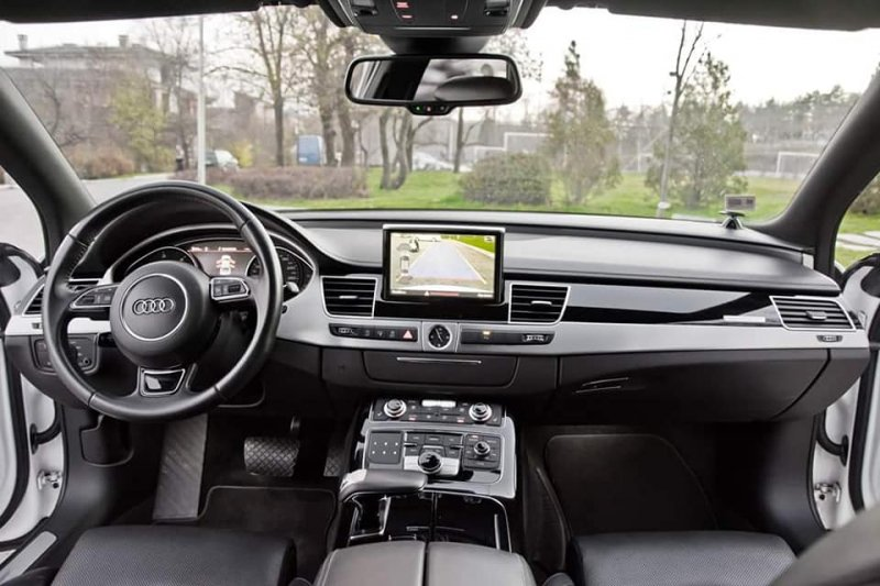 Audi A8 - image 13