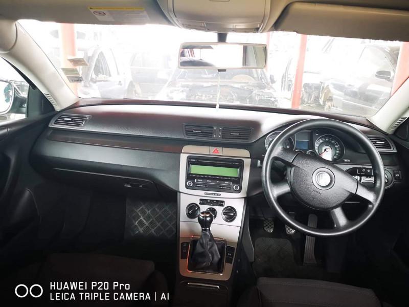VW Passat - image 2