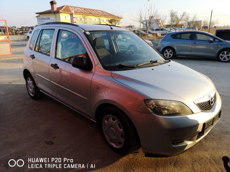 Mazda 2 - image 2