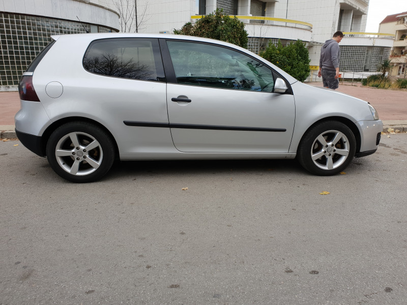 VW Golf - image 3