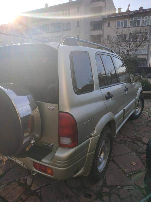 Suzuki Grand Vitara - image 8