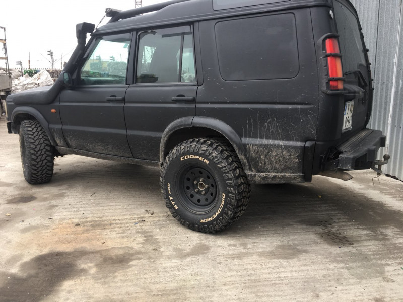 Land Rover Discovery - image 3