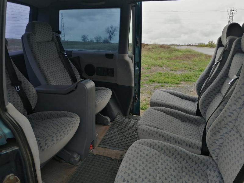 5- Mercedes-Benz V 230