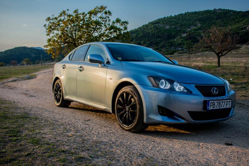 Lexus IS250 - image 2