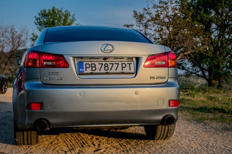 Lexus IS250 - image 4