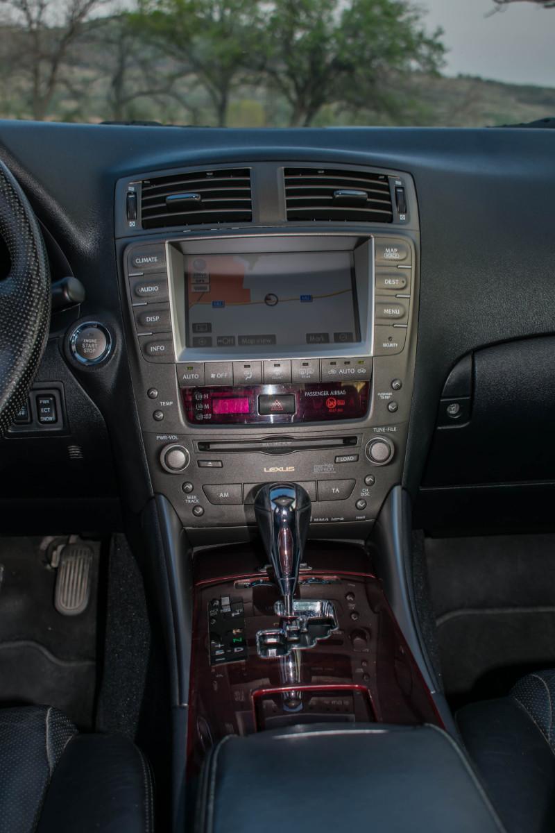 Lexus IS250 - image 11