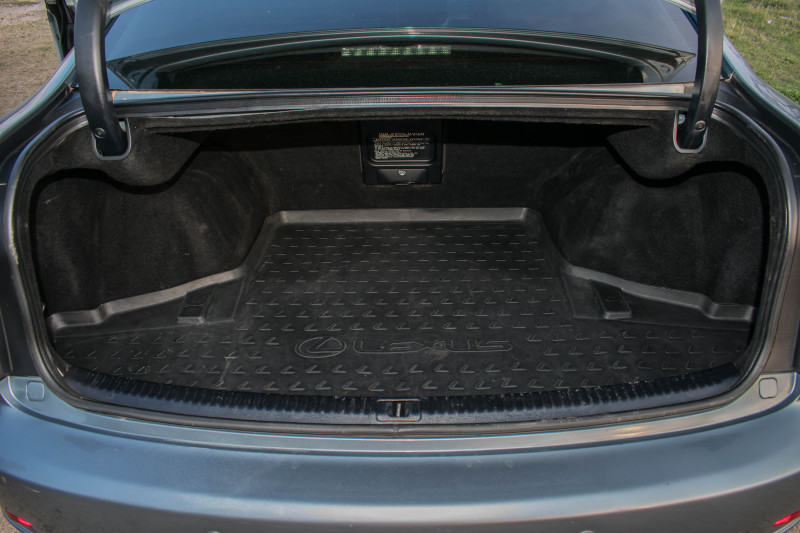 Lexus IS250 - image 13