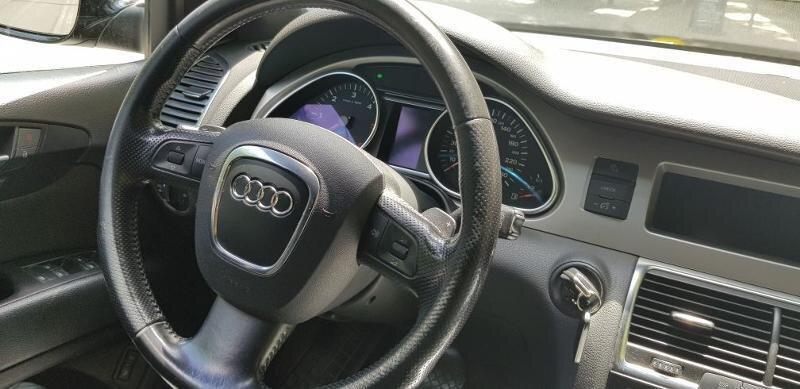 Audi Q7 - image 11