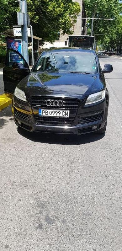 Audi Q7 - image 8