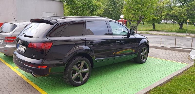 Audi Q7 - image 6