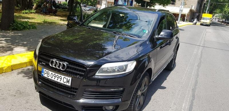 Audi Q7 - image 1