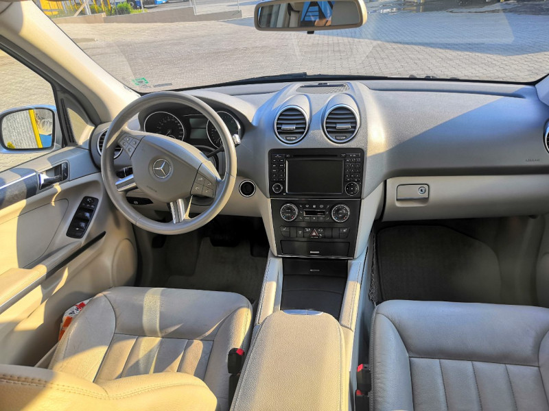 Mercedes-Benz ML 320 - image 7