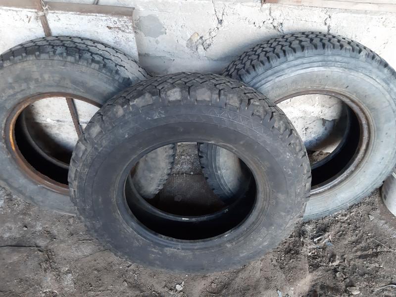 Продавам гуми за УАЗ