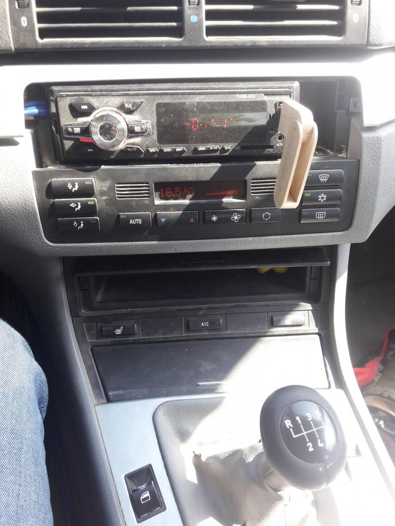 BMW 320 - image 9