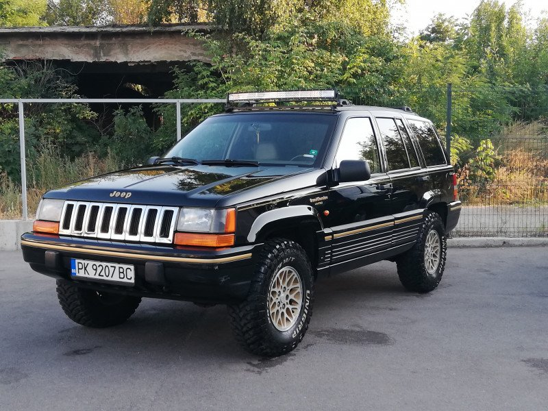 Jeep Grand Cherokee - image 1