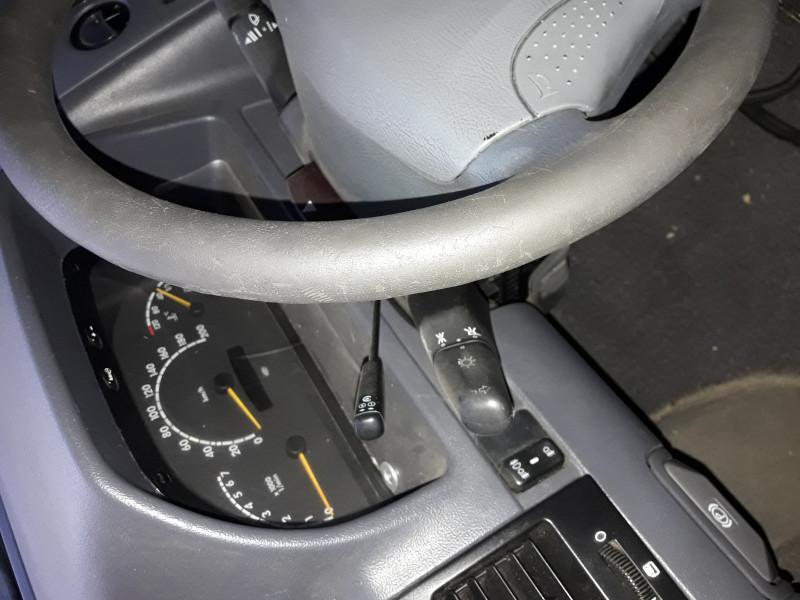 13- Mercedes-Benz V 220