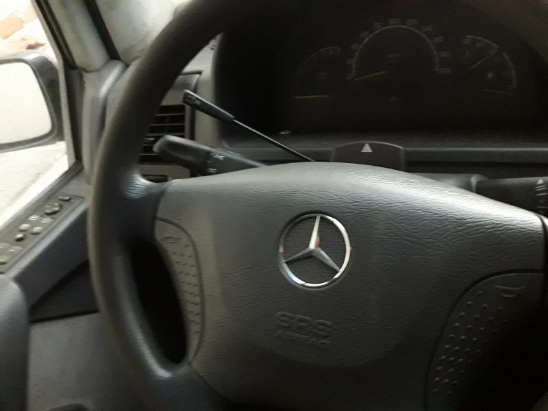 10- Mercedes-Benz V 220