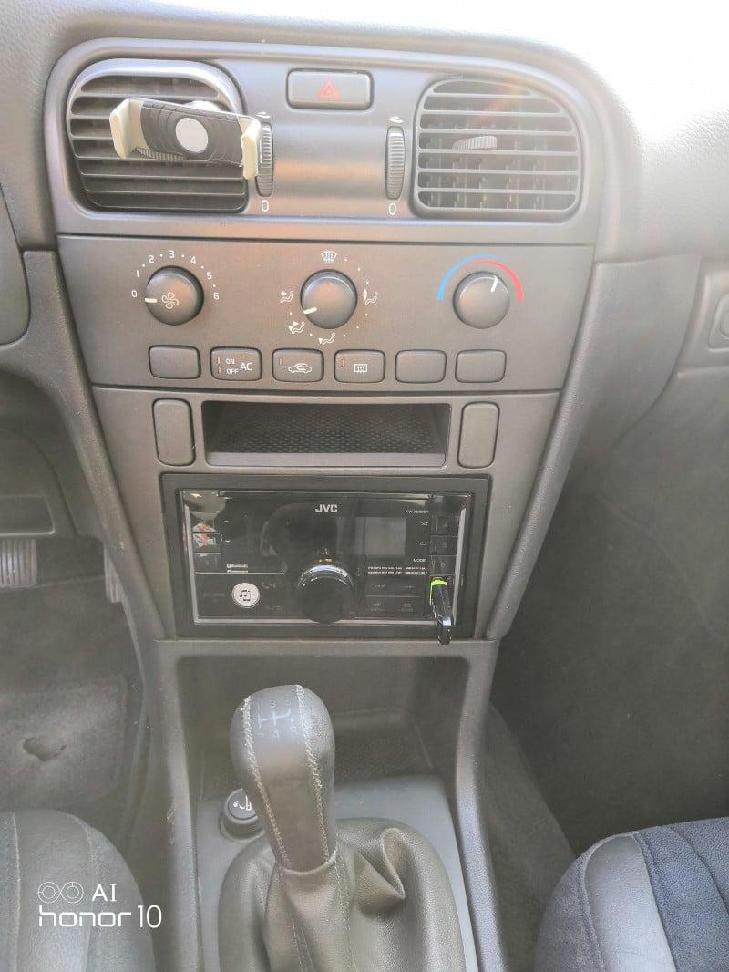 Volvo S40 - image 9
