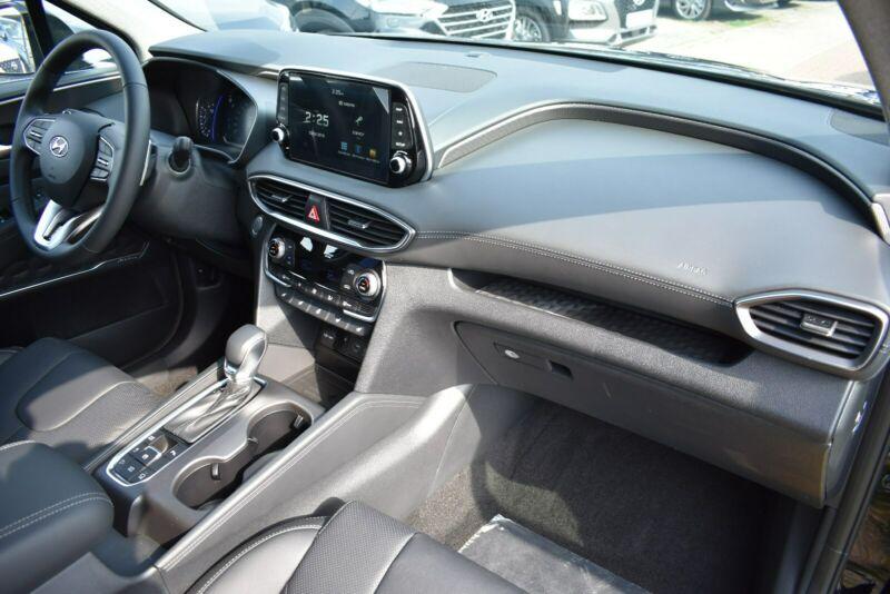 Hyundai Santa Fe - image 10