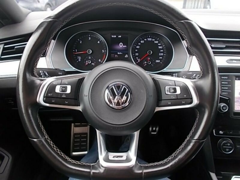 VW Passat - image 10