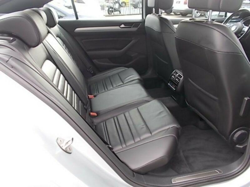 VW Passat - image 11
