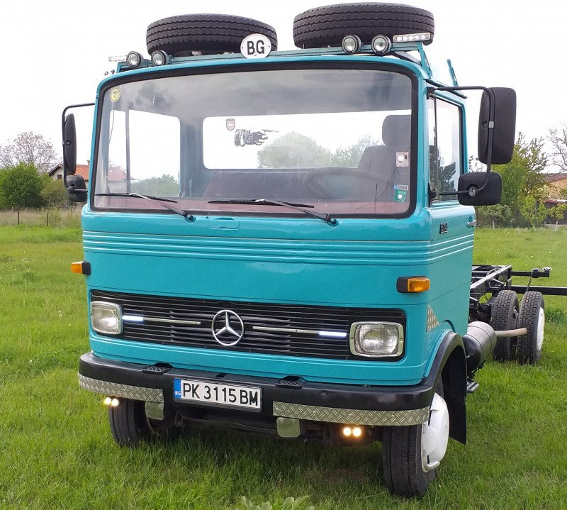 1- Mercedes-Benz 813