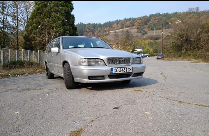 Volvo V70 - image 2