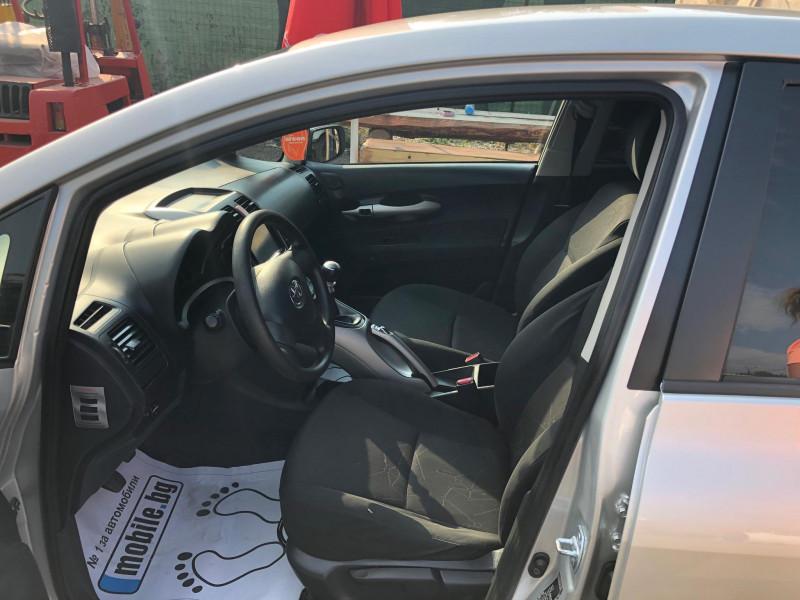 Toyota Auris - image 2