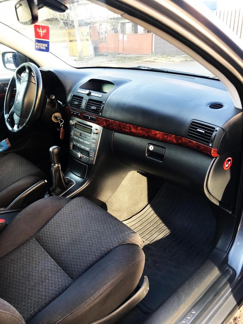 Toyota Avensis - image 2