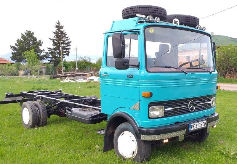 6- Mercedes-Benz 813