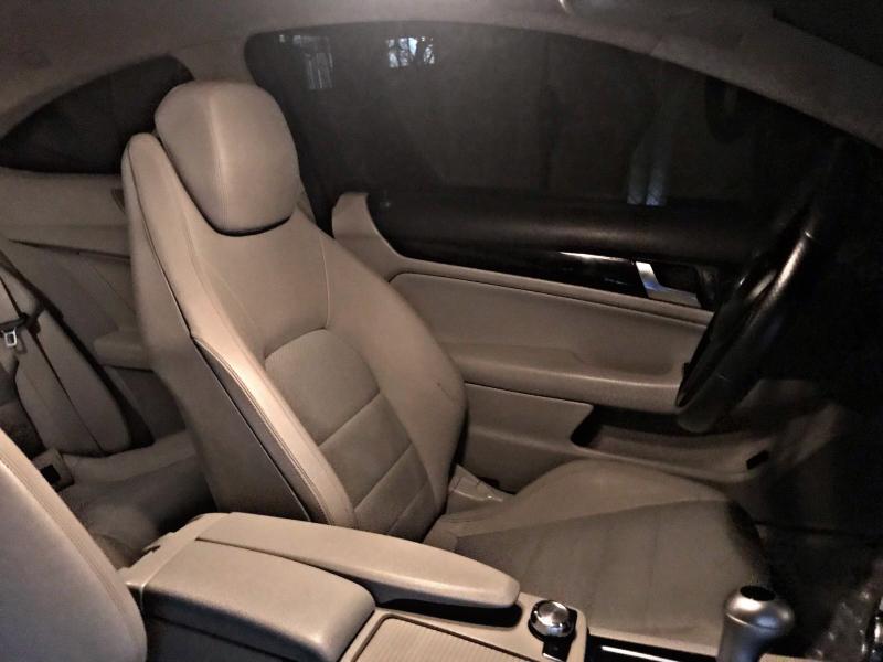 Mercedes-Benz C 220 - image 12