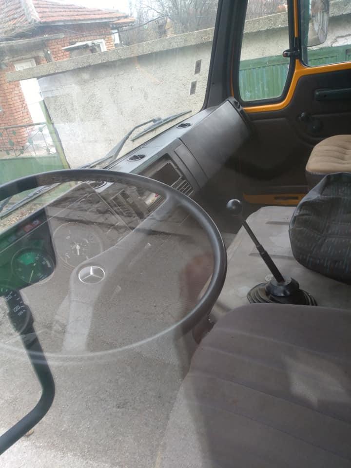 6- Mercedes-Benz 1213